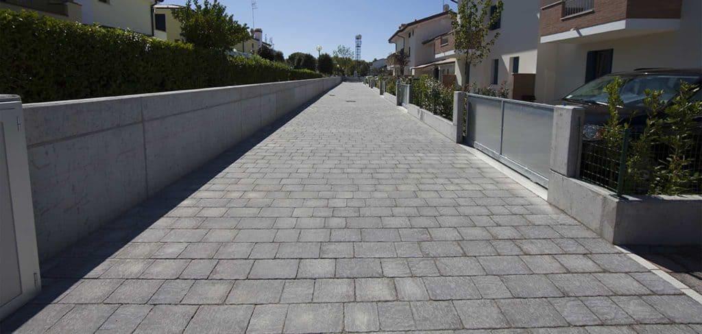 Borgo dOrcia Pavimento vilette a schiera anticato massello autobloccante lavagna