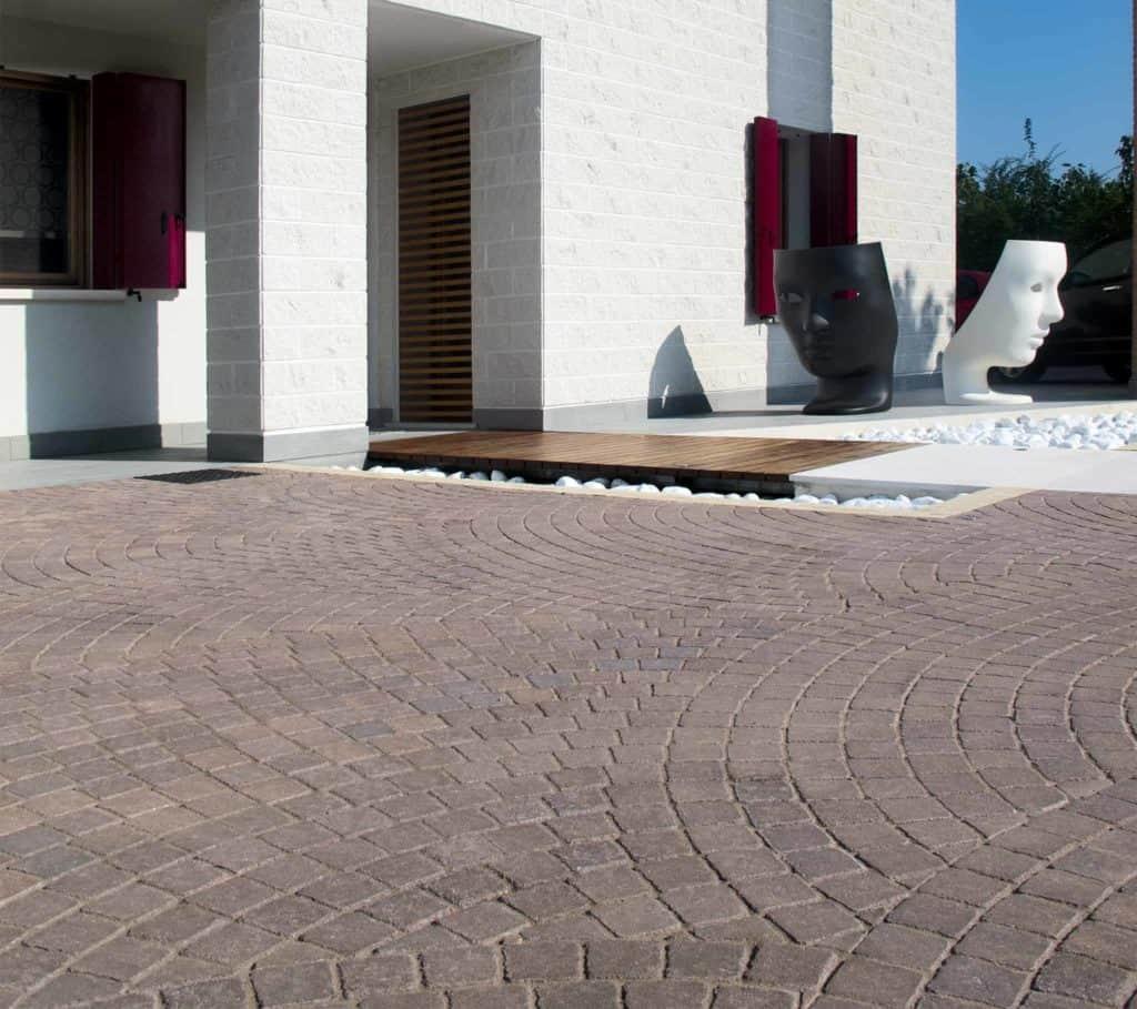 Motivi massello autobloccante blocheti cemento  casa privata  ingresso favaro1