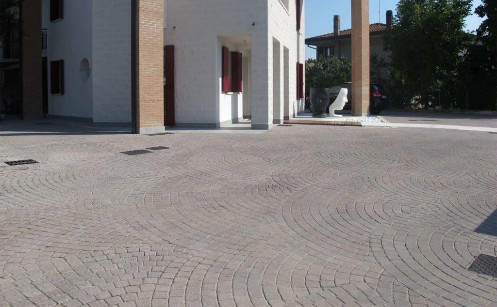 Motivi massello autobloccante blocheti cemento  casa privata favaro1